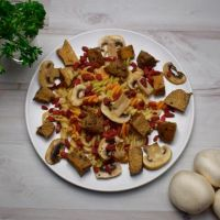 Seitan with whole pasta and goji berries ManaFoods - 1